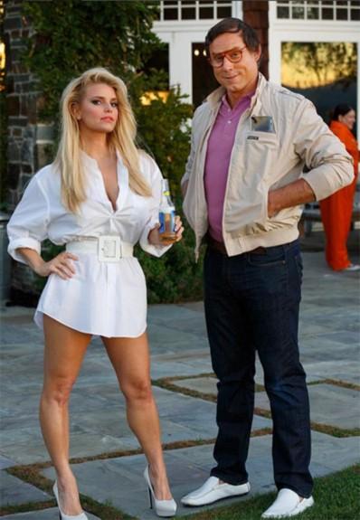 Как изглеждаха звездите на Холивуд винаги излиза на Хелоуин. Най-големите звезди излизат с най-секси, най-смешните и най-скандалните си костюми през този уикенд. Уверете се, че няма да пропуснете някой от епични костюмите от Кайли Дженър, Ким Кардашян, Ники Минаж, и още много от любимите звезди! - Magazine (1)