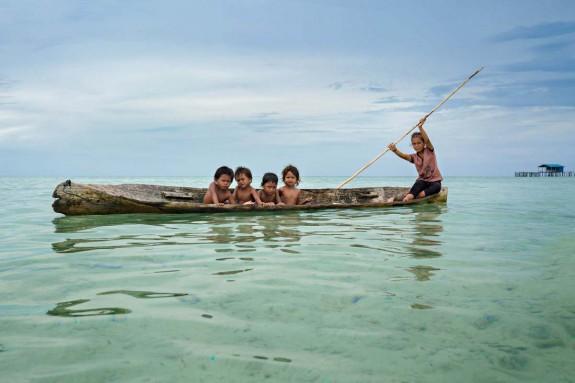 Хората които живеят в океана - Magazine (11)
