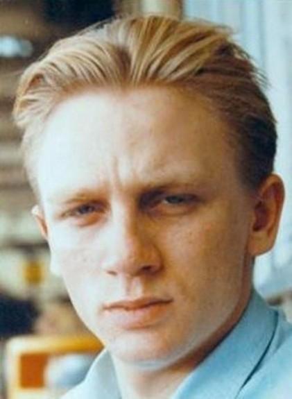 20 известни личности като тинейджъри - Magazine.bg (14) Даниел Роутън Крейг е английски актьор.