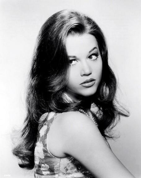 20 известни личности като тинейджъри - Magazine.bg (15) Джейн Сиймор Фонда е американска актриса.