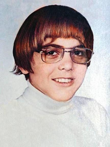 20 известни личности като тинейджъри - Magazine.bg (4) Джордж Тимъти Клуни е американски актьор, режисьор, сценарист и продуцент.