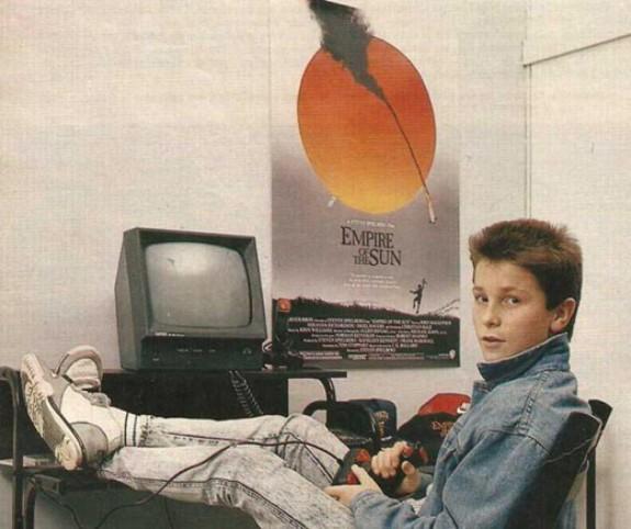 20 известни личности като тинейджъри - Magazine.bg (8) Крисчън Чарлс Филип Бейл е уелски актьор.