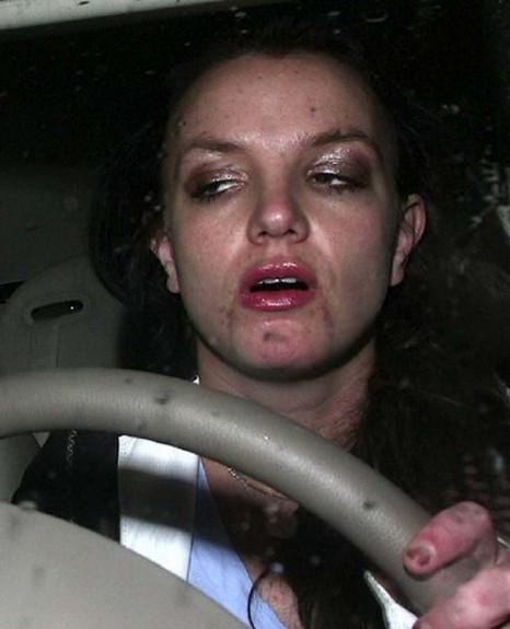 20-те най-шокиращи пияни снимки на знаменитости - Magazine (14)