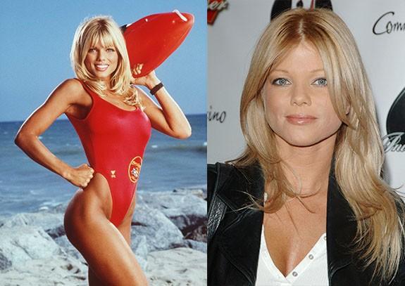 """Donna D'Errico Как изглеждат """"Спасители на плажа"""" през 2015 """"Спасители на плажа"""" бе най-големият телевизионен сериал от 90-те години. Сериала от САЩ, в който се разказваше за работещи на плажа спасители и техните изживявания. Във филма се завързваха много любовни връзки и интересни сюжети, но въпреки всички спасителите продължаваха да работят като колеги и да бъдат приятели."""