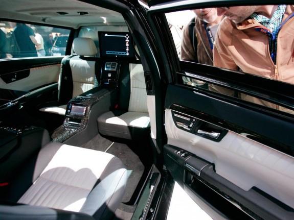 Дрейк си купил Mercedes-Maybach S600 Pullman - Magazine.bg (7)