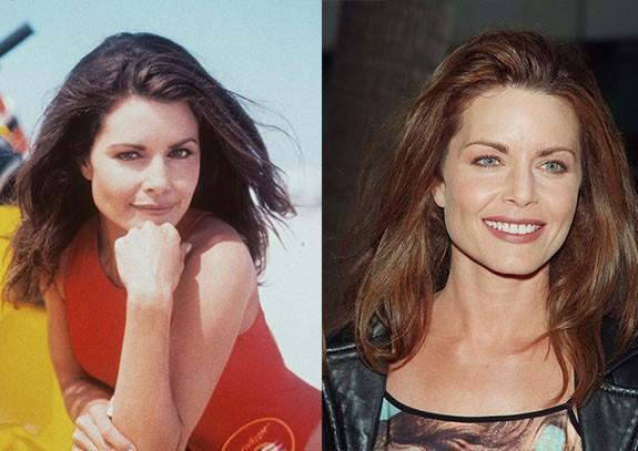 """Mitzi Kapture """"Спасители на плажа"""" бе най-големият телевизионен сериал от 90-те години. Сериала от САЩ, в който се разказваше за работещи на плажа спасители и техните изживявания. Във филма се завързваха много любовни връзки и интересни сюжети, но въпреки всички спасителите продължаваха да работят като колеги и да бъдат приятели."""