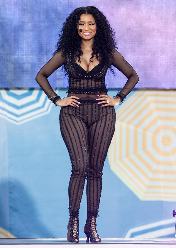 Nicki Minaj Нейните 12 най-секси, и най-разкриващи тоалети (засега) - Magazine (7)