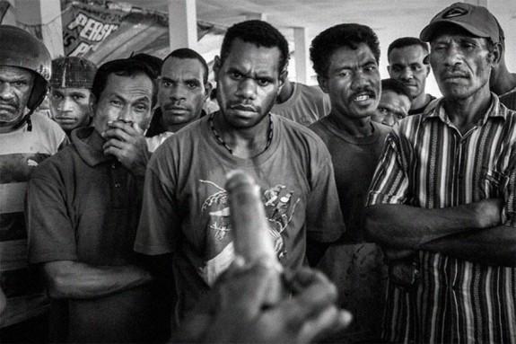 Демонстрация за употребата на презервативи в Папуа през 2009г.