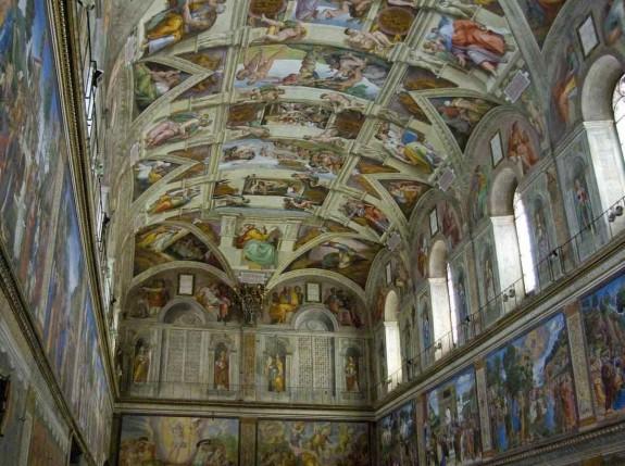 Защо човек трябва да посети Италия през живота си - Magazine (22) Макар да е във Ватикана, всяко пътуване до Рим, би било напразно ако не зърнете Сикстинска капела на Микеланджело.