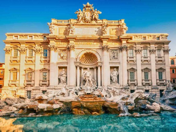 Защо човек трябва да посети Италия през живота си - Magazine (23) Храната е може би достатъчен повод да се посети Италия, но не свършва всичко с нея. В Италия могат да се видят едни от най-известните произведения на изкуството в света. Колизеумът в Рим, каналите на Венеция, езерото Гарда, градините на Вила Д'Есте и естествените горещи извори в Тоскана.