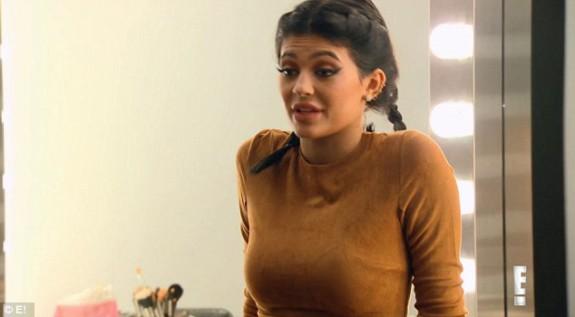 Не са необходими дрехи! Кортни Кардашиян по стъпките на сестра си Ким (снимки) - Magazine (9)