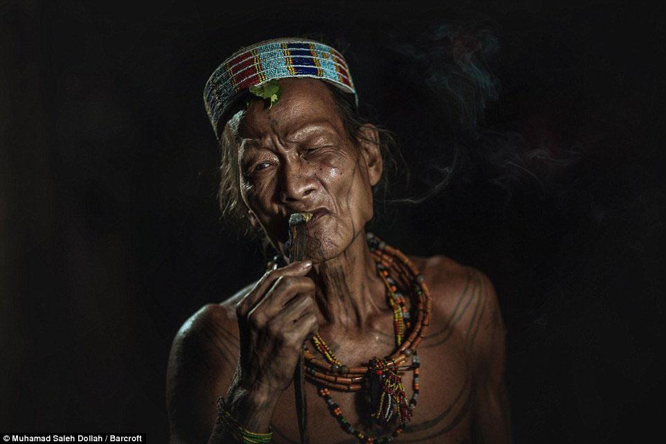 Племето недокосната от съвременния свят - Magazine (10)