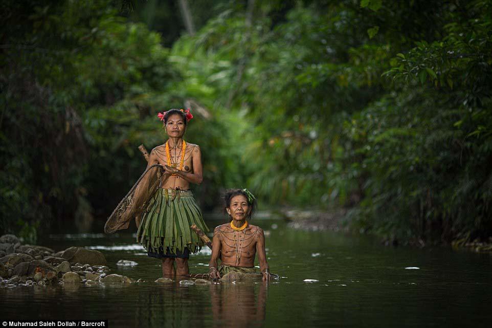 Племето недокосната от съвременния свят - Magazine (11)