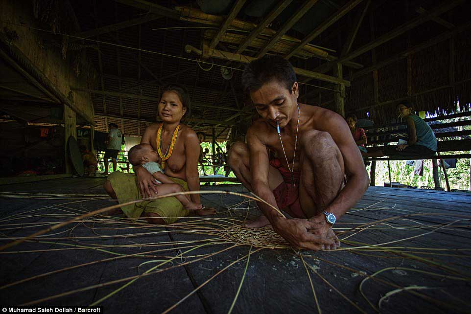 Племето недокосната от съвременния свят - Magazine (12)