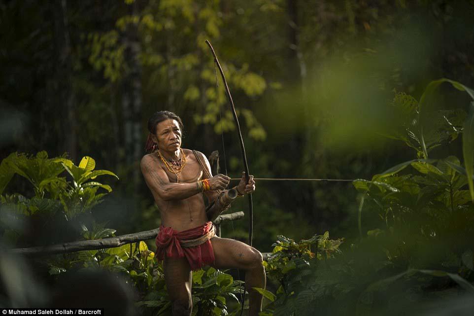 Племето недокосната от съвременния свят - Magazine (13)