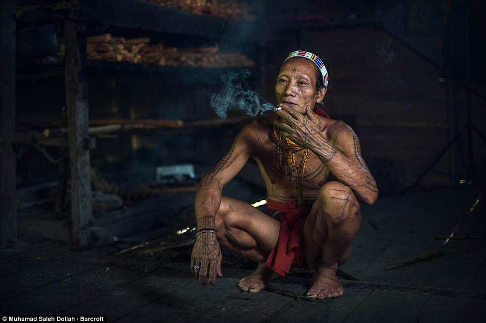 Племето недокосната от съвременния свят - Magazine (15)