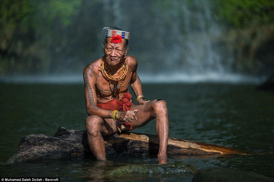 Племето недокосната от съвременния свят - Magazine (16)