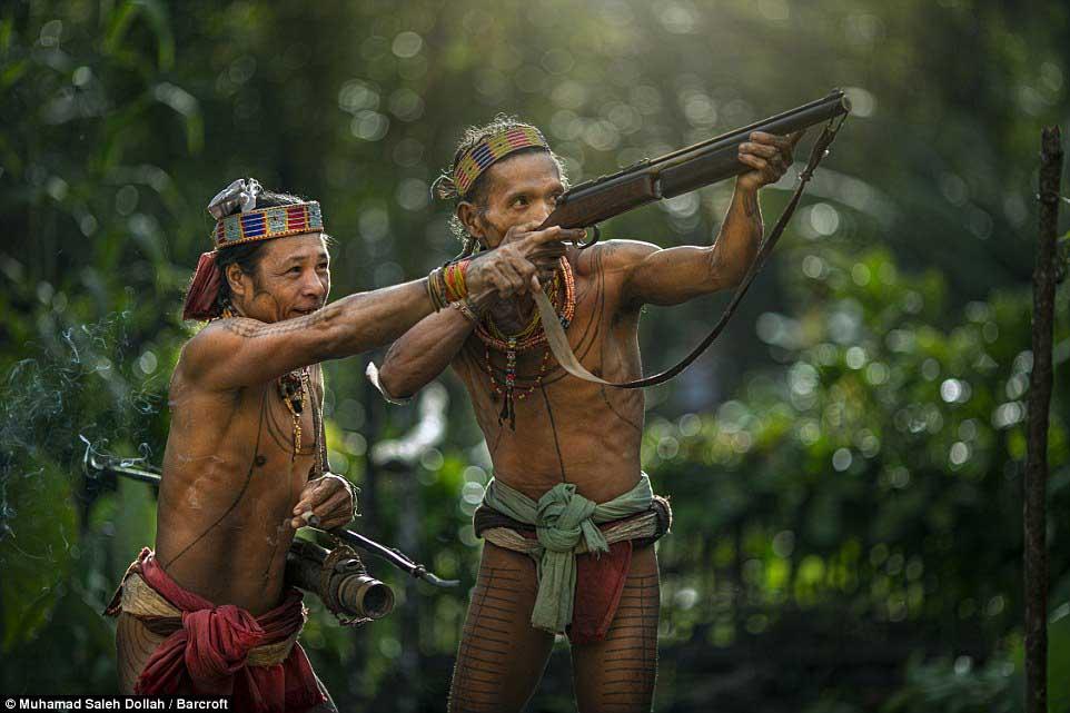 Племето недокосната от съвременния свят - Magazine (17)