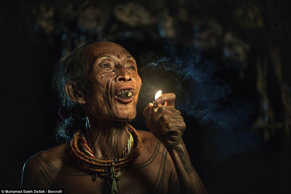 Племето недокосната от съвременния свят - Magazine (18)