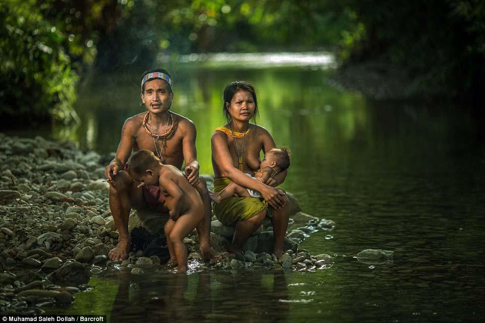 Племето недокосната от съвременния свят - Magazine (2)