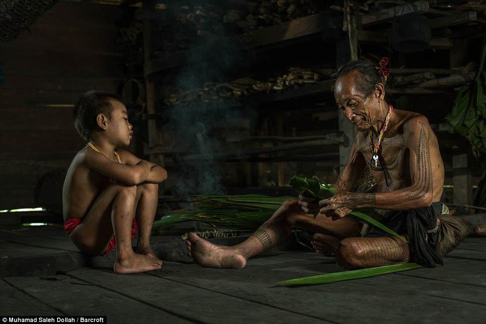Племето недокосната от съвременния свят - Magazine (20)
