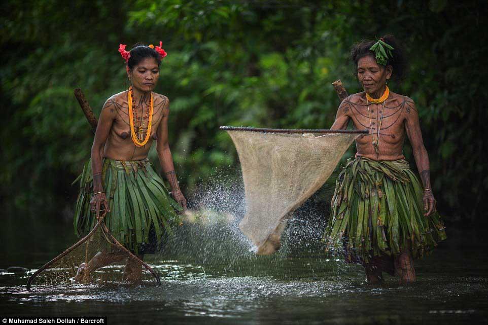 Племето недокосната от съвременния свят - Magazine (22)
