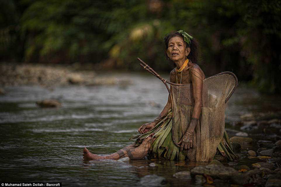 Племето недокосната от съвременния свят - Magazine (23)