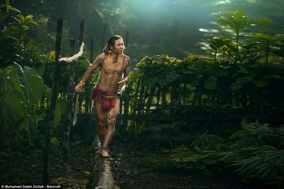 Племето недокосната от съвременния свят - Magazine (3)