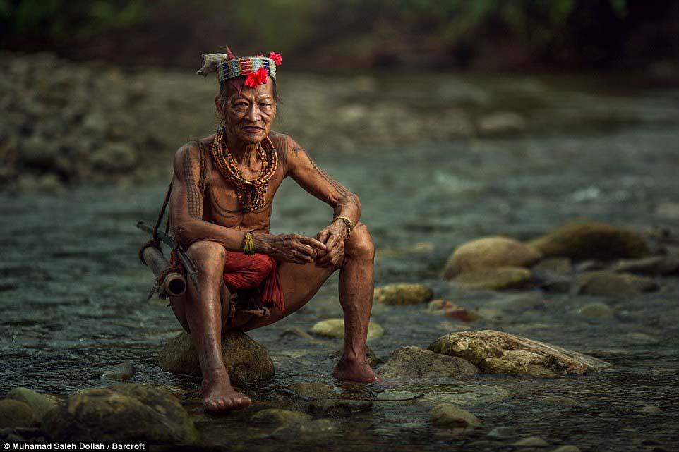 Племето недокосната от съвременния свят - Magazine (4)