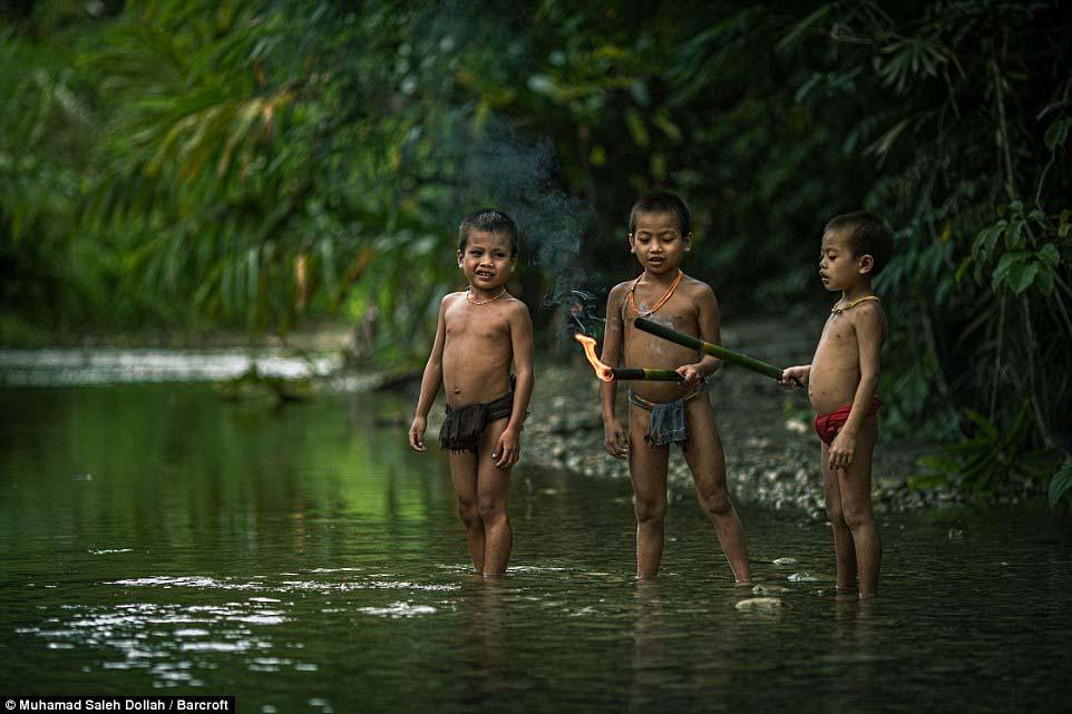 Племето недокосната от съвременния свят - Magazine (7)