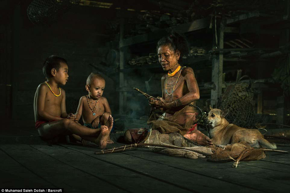 Племето недокосната от съвременния свят - Magazine (8)