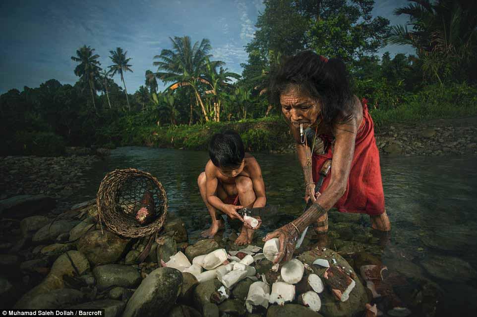 Племето недокосната от съвременния свят - Magazine (9)