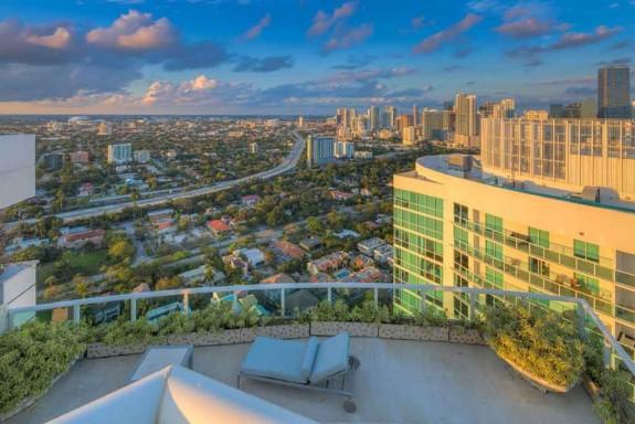 Фарел Уилямс продава гигантския си мезонет в Маями за $ 10.9 милиона (16)