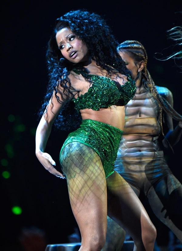 Nicki Minaj Нейните 12 най-секси, и най-разкриващи тоалети (засега) - Magazine (4)